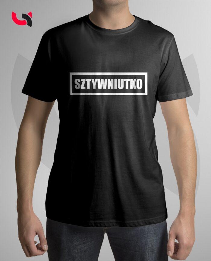 czrna-koszulka-sztywniutko